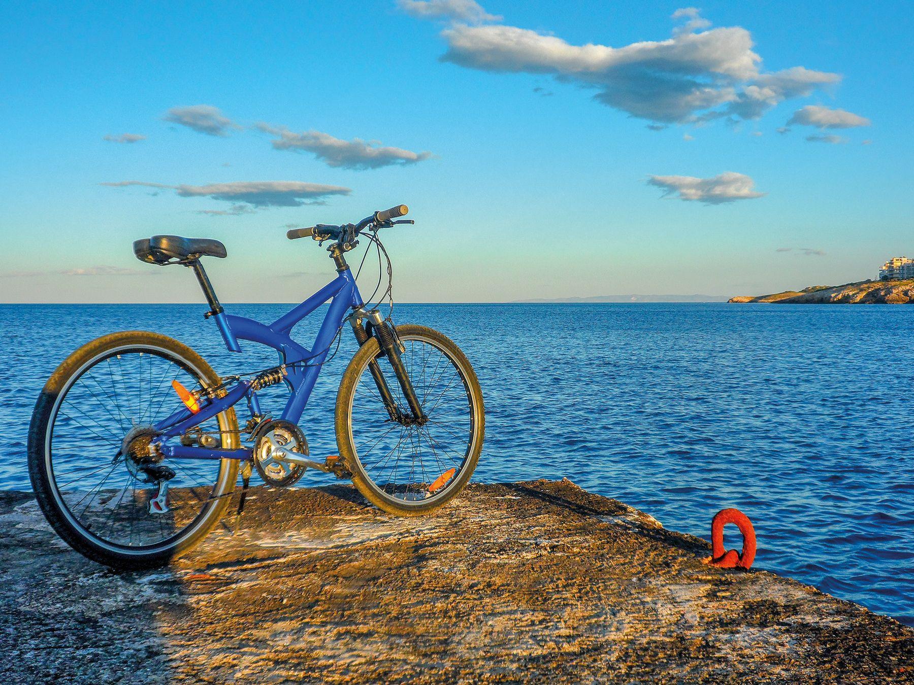 Rad Meer Strand Rafina Griechenland iStock1045839082 web